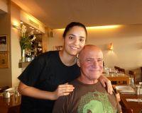 חיים והבת המקסימה גל, מסעדת השקד