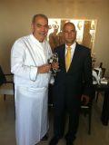 שף שלום קדוש עם מנהל המלון רוני בר