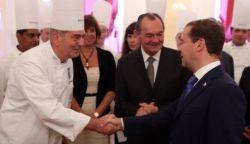 שף שלום קדוש עם נשיא רוסיה מדוודב