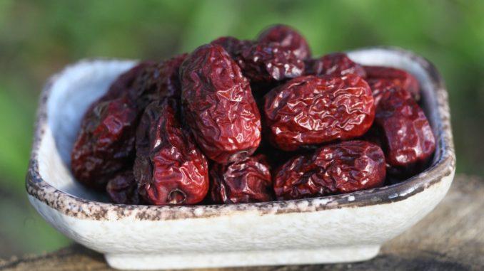 פירות המתייבשים על העץ כחלק מתהליך ההבשלה הטבעי שלהם כדוגמת תמרים עדיפים על פני פירות מיובשים. צילום pixabay