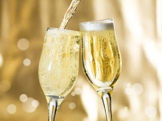 מרימים כוסית לחנוכה ולשנה אזרחית חדשה