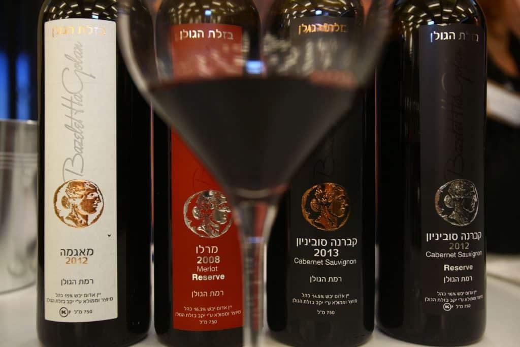 היקב, שהפך לכשר בשנת 2004, מייצר כ-75,000 בקבוקים של שרדונה, מרלו, ובעיקר קברנה סוביניון, בשתי רמות
