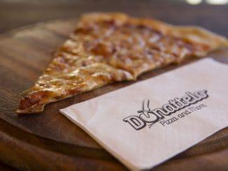 בדונטלו מתגאים בעיקר בפיצות הטבעוניות העשויות מחמאת קשיו ושמן זית
