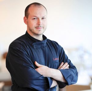 שף פרדריק סימונין זכה בכוכב מישלן הראשון שלו בשנת 2002