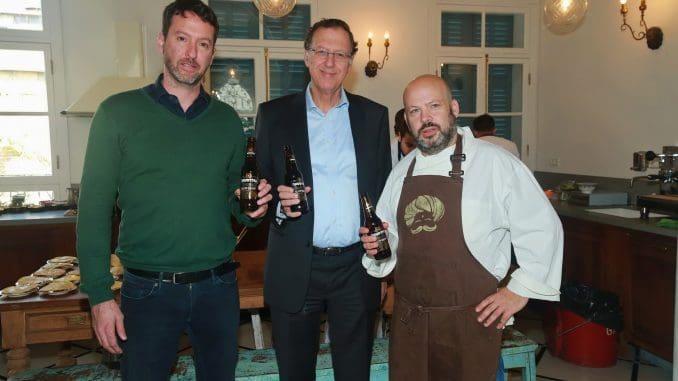 """מימין לשמאל: שף יונתן רושפלד, ז'ק בר - יו""""ר ומנכ""""ל טמפו, יואש בן אליעזר - משנה למנכ""""ל טמפו"""