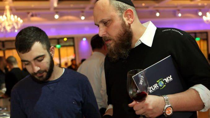 לאפשר ליהודים שומרי כשרות ליהנות גם מיין לא ישראלי