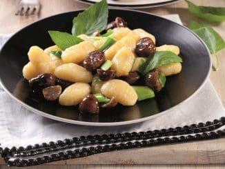 """ניוקי תפו""""א עם ערמונים צלויים - מתכון כשר וחגיגי לארוחת פסח"""