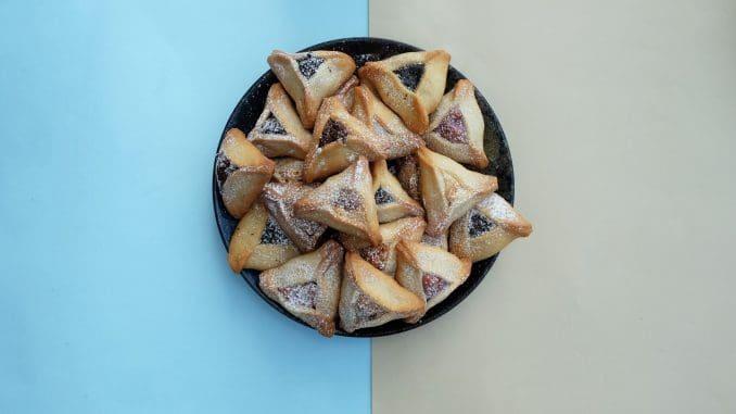 השילוב של קוקוס ושוקולד הוא אחד השילובים המוצלחים בין החטיף הידוע לבין המאכל היהודי המסורתי