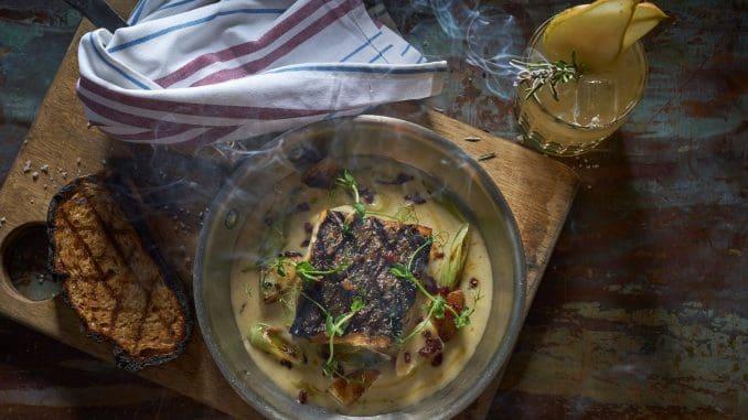 פילה דג מוסר, טרי ועסיסי, המוגש בתפריט הקבוע עם צ'אודר מולים, תפוחי אדמה ופנצ'טה מעושן