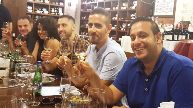 מפגש מהנה עם עולם היין, שישלב טעימה של יינות מרחבי העולם