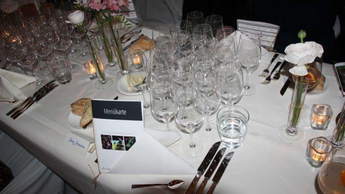 עם כל מנה הוגשו שני יינות של היקבים בזלת הגולן, טוליפ, מיה ומרגלית, וכן של שניים מהיקבים התאומים הגרמנים: פרינץ זאלם ופון הופל