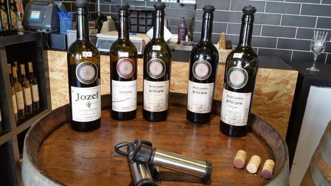 כל המשפחה עוסקת בייצור היין, החל מגידול וטיפוח הכרמים ועד הביקבוק והמכירה