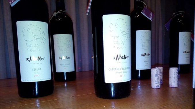היקב מייצר כ- 20,000 בקבוקי יין משתי סדרות