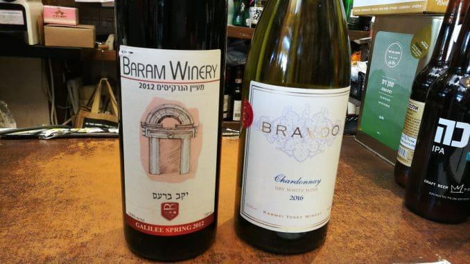 יין לבן - שרדונה 2016 של יקב ברבדו; יין אדום - ברעם 2012