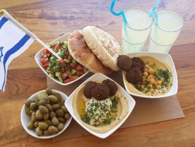 החומוסייה של זרזיר מציעה ארוחה ב-69 שקלים לרגל חגיגות 69 שנים למדינת ישראל