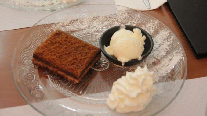 עוגת אלפחורס וקפה לסיום הארוחה