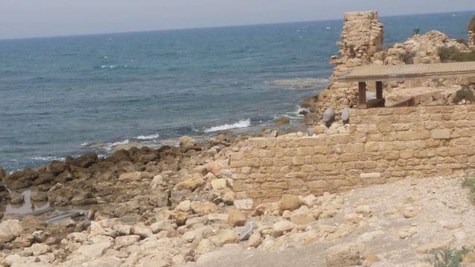 חשיבותה ועושרה האדריכלי של קיסריה הפכו אותה לאחת הערים החשובות ברחבי האימפריות הרומית והביזנטית