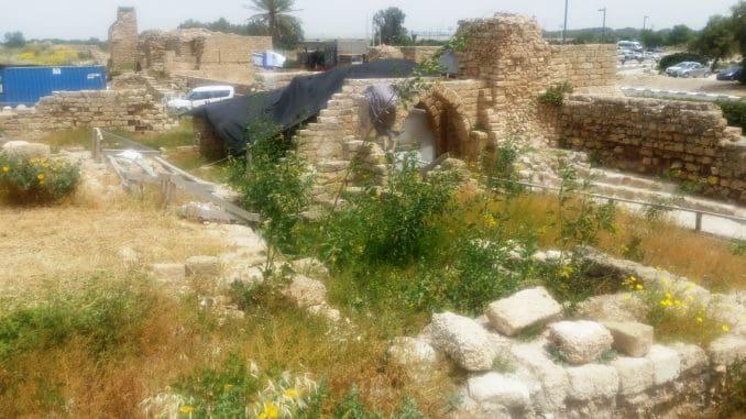 לצד החפירות הארכיאולוגיות הנרחבות, מתנהלות בגן הלאומי קיסריה פעולות רחבות היקף של שימור, שיחזור ופיתוח הנמל