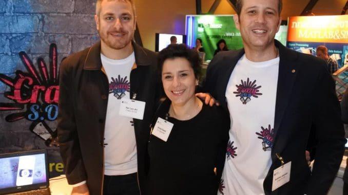 בתמונה מייסדי Crazy S.O.B עם אריאלה סוויד, מייסדת משותפת ומנהלת הקהילה של TLV Generator