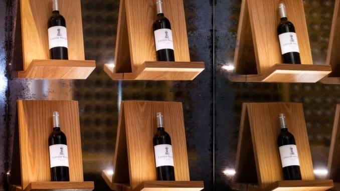 ביקור מודרך בחדר היין של יקב נטופה