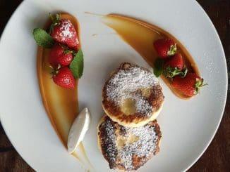 סירניקי (לביבות גבינה רוסיות - בתמונה), וורניקי גבינה ועוגת גבינה, מעשה ידיו של השף יוג'ין קובל ב- Table Talk