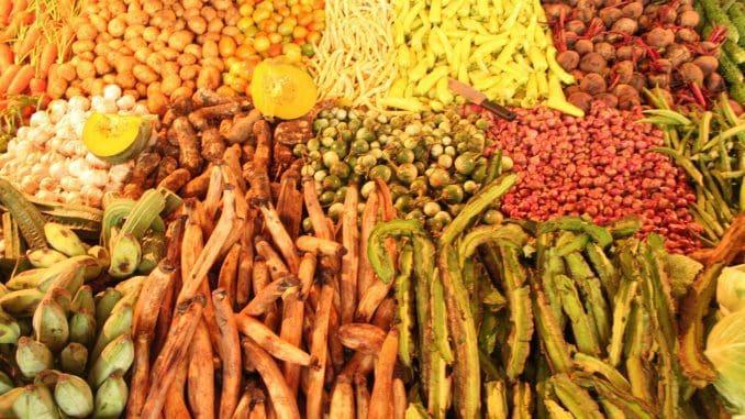 ריחות טעמים וצבעים בדוכן בשוק סרי לנקי
