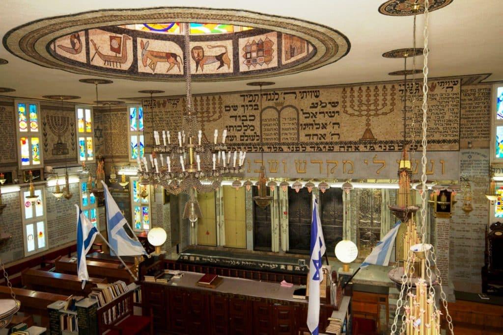 בית הכנסת הטוניסאי 'אור התורה' כולו יצירת אמנות מעשי ידיו של הגבאי ציון בעדאש