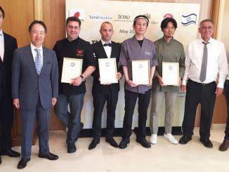 שגריר יפן בישראל, ראש עיריית הרצליה, אנשי המסעדות מקבלות התעודה והגופים המסמיכים