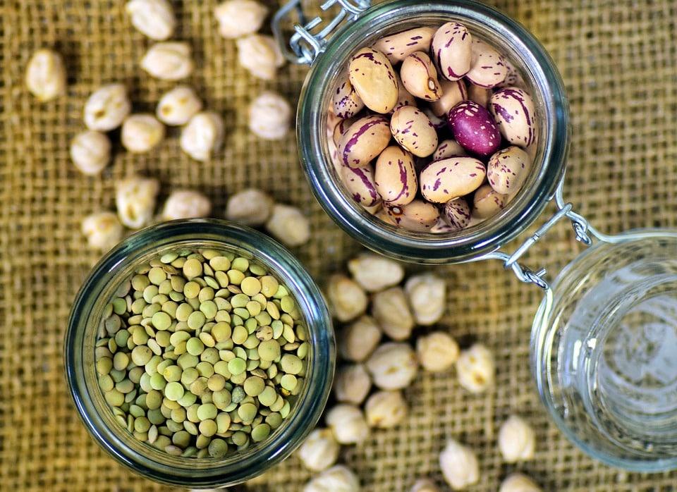 חלבון ניתן להשיג מצירוף דגנים וקטניות, סויה ומוצריה, סייטן וכדומה