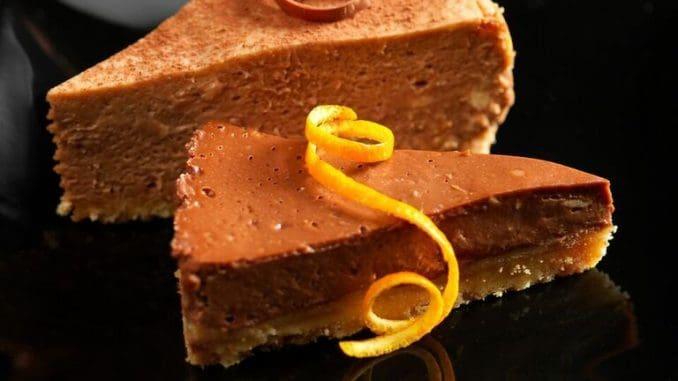 העוגה מוכנה כאשר הקצוות בצד אפויים והמרכז נשאר רך