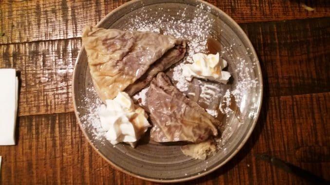 פאלאצ'ינקי הם קינוח צ'כי טיפוסי- בלינצ'ס ממולאים בממרחים מתוקים
