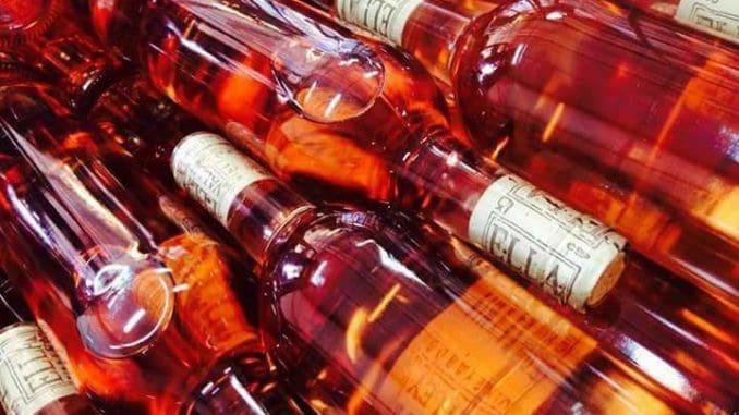 יין קל ומרענן עם טעמים חדים של גרגרי יער אדומים וסיגליות