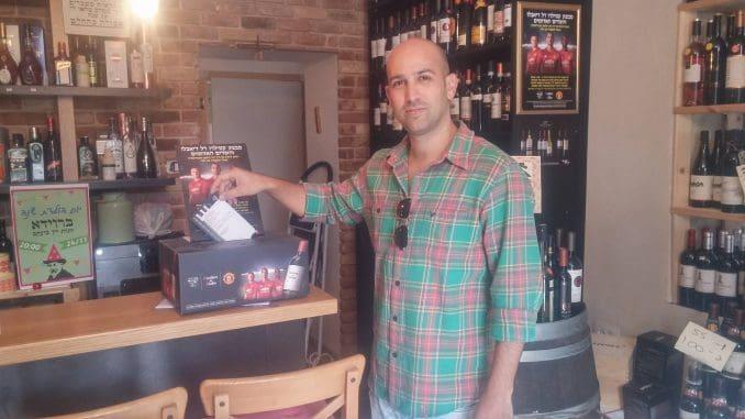 טל קרמני החליט לפני כשנתיים לפתוח חנות יין אחרי שהגיע למסקנה שהוא מעדיף לעשות מה שהוא באמת אוהב, וזה כל הקשור ביין