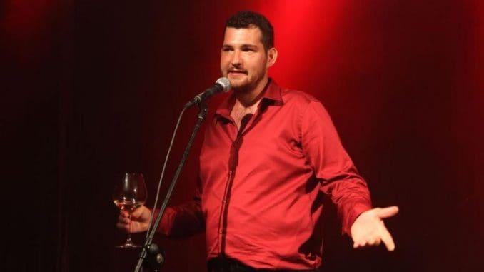 דולב גבעון רוטר שמלווה את עולם היין כבר כמה שנים, החליט להציג יין בדרך אחרת, מהנה, נגישה ונוצצת