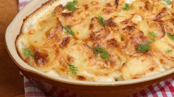 מי שאוהב, ניתן להוסיף גבינת גאודה או פרמז'ן מגוררת, ואז מכניסים לתנור לעוד 20 דקות עד שהשכבה העליונה תשחים