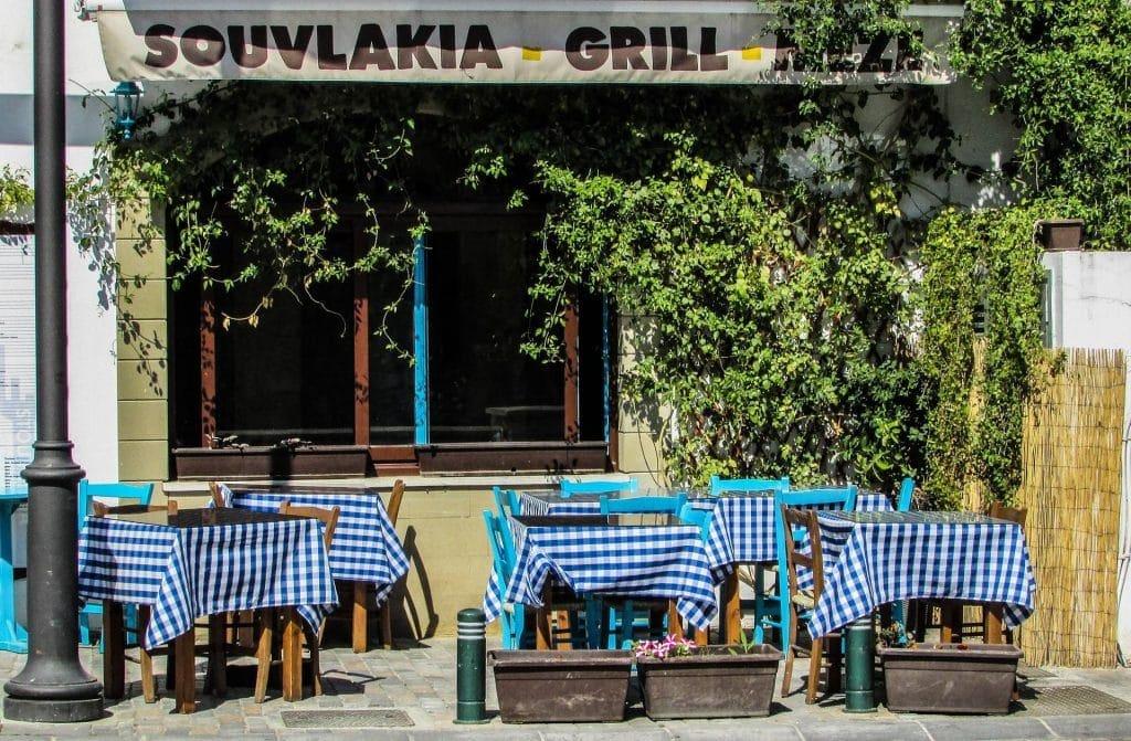 הטיול לסלוניקי כולל סדנת גלגול ממולאים וביקור ביקב יין וטעימות