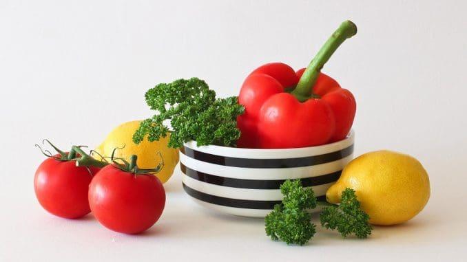 דאגו לקנות ירקות ופירות שהוא אוהב או מעדיף בחמישה צבעים