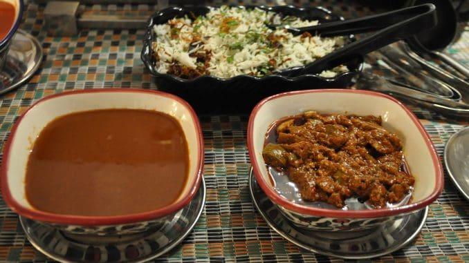 אין ארוחה הודית בלי צ'אטני, אז הוגשו ארבעה סוגי צ'אטני