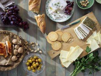 מגוון עשיר וטעים של גבינות טבעוניות, המאפשרות להכין כריך עשיר מן הצומח,