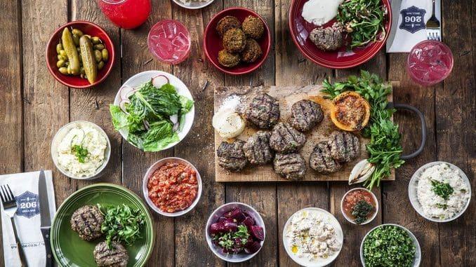 ארוחת קבב ערבי ללא תחתית לארבעה סועדים