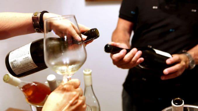 בפורטפוליו של פלדשטיין יש כ- 16 יינות. מרתקים, מאופקים, מתרברבים, מהלכי אימים, מעצבנים, מרגיעים