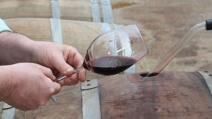 לאחרונה מקבלים יותר ויותר פניות מכורמים המייצרים יינות בעצמם, החרדים לקראת כניסתו לתוקף של החוק החדש