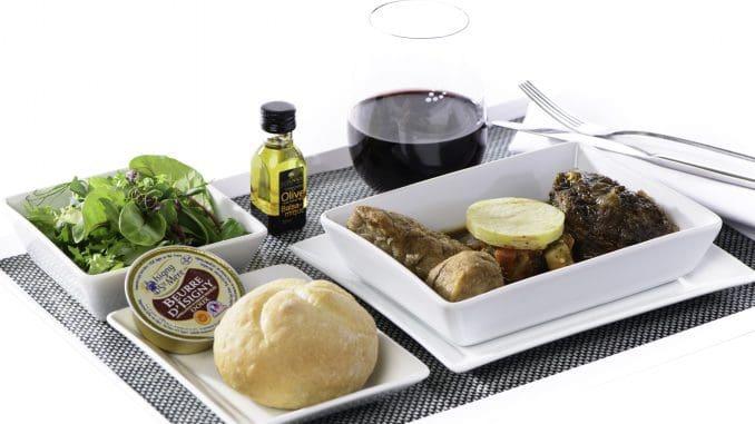 """""""שיתוף הפעולה עם בריסל איירליינס היווה עבורי אתגר מלהיב"""", אמר השף מיוויס. """"בישול עבור חברת תעופה שונה לחלוטין מהבישול אצלנו במטבח"""""""