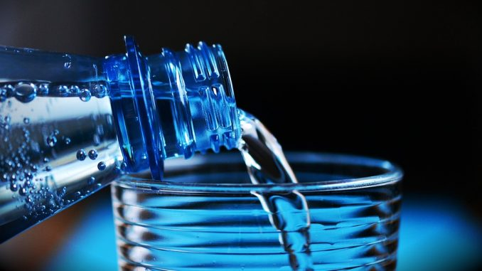 שוחחו עם הילדים על חשיבות שתיית מים תמיד ובהקשר לימות הקיץ