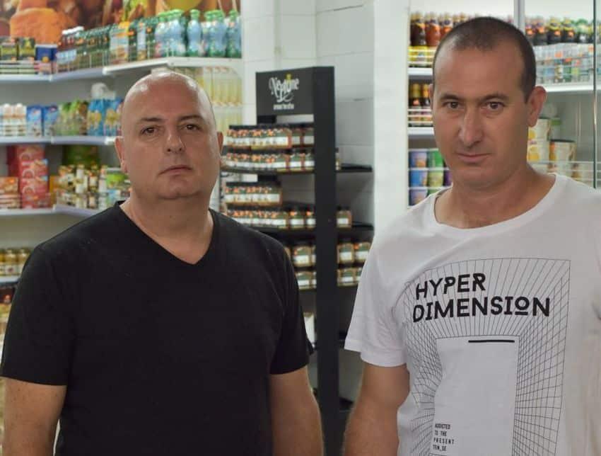 אילון זקצר - יבואן ומפיץ מוצרי מזון לשוק המוסדי (משמאל), ורפאל אברהם - בעל ניסיון ניהולי רשתי וקמעונאי, הם העומדים מאחורי היוזמה