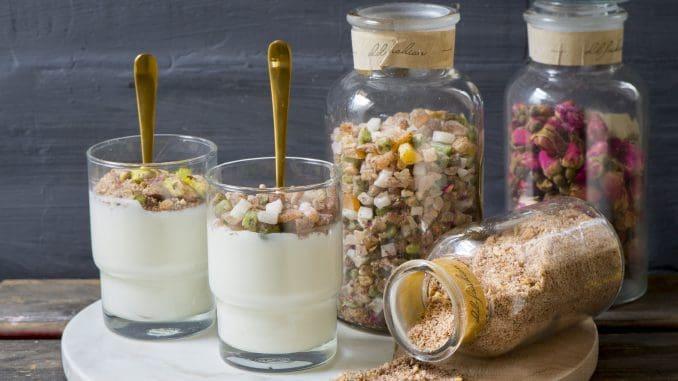 מגישים את המלבי קר, ומוסיפים מעל קינמון או בוטנים לפי הטעם