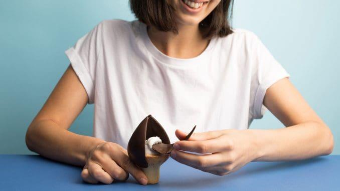 קרמבו ארטישוק - מעצים את חוויית קילוף השוקולד והופך אותה למהנה יותר