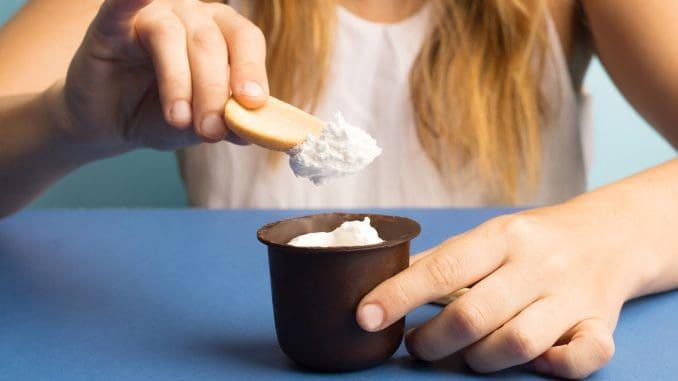 מעדן קרמבו הוא וריאציה המדייקת את חוויית האכילה הכוללת ומדמה אותה לאכילת מעדן בכפית