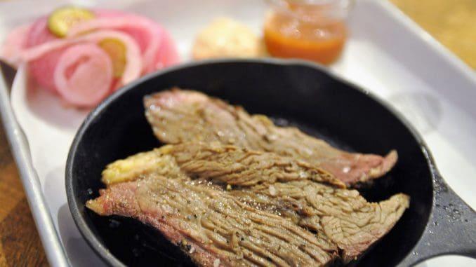 בריסקט – נתח חזה בקר פרוס, שטעם העישון בו מודגש מאוד