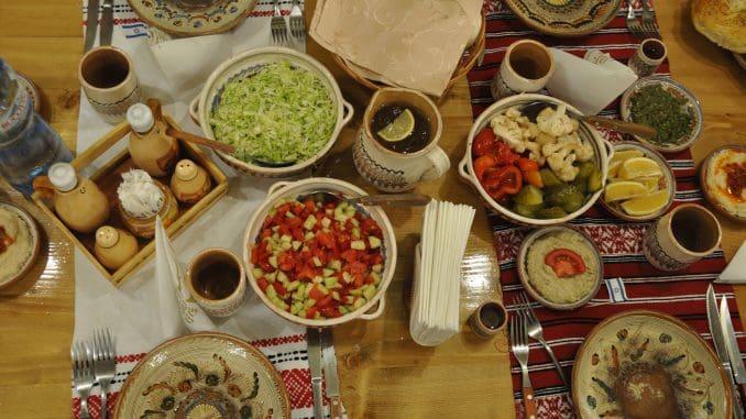 ארוחה רומנית קלאסית בעיר סיניה